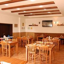 Restaurace a Penzion U Kostela