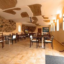 Klubovna s vyhřívanou podlahou pro odpočinek za nepřízně počasí