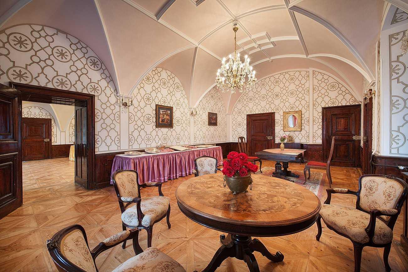 ea-zamecky-hotel-hruba-skala_ruzovy-salonek-1