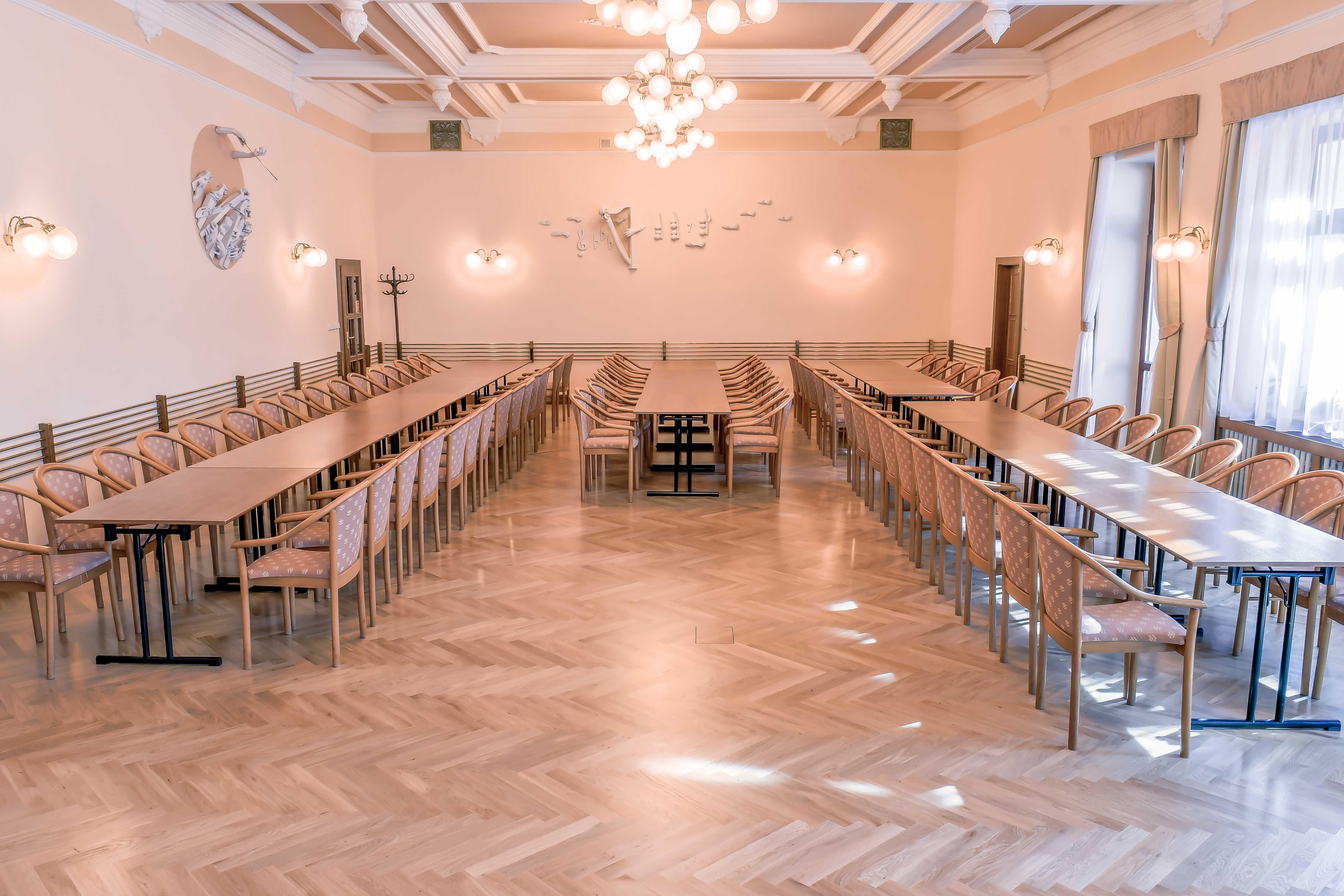 hotel-zlata-hvezda_sal-bedricha-smetany-1