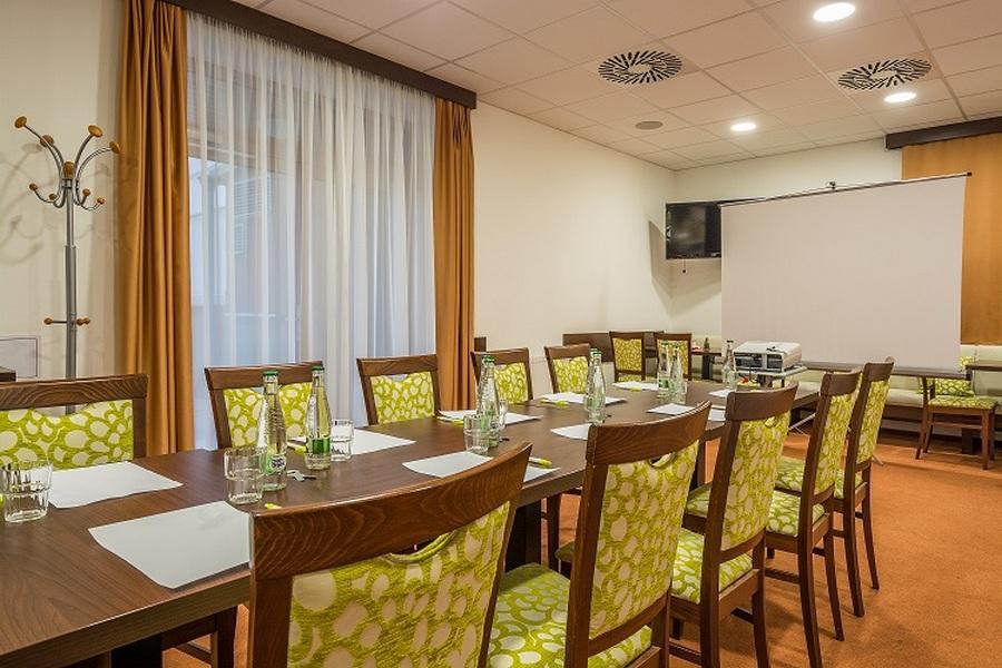 hotel-artaban_snidanovy-salonek-1