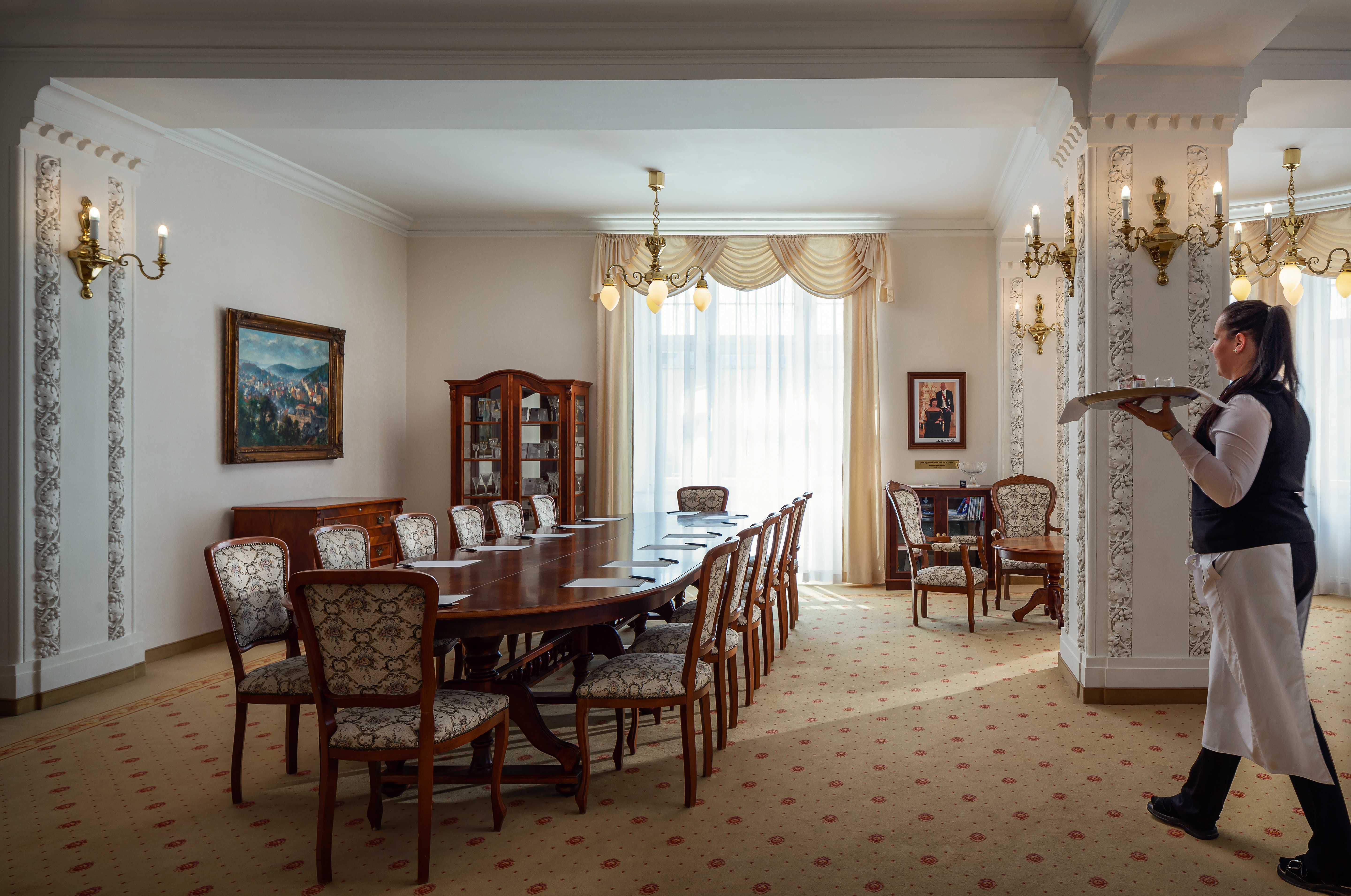 hotel-imperial_president-lounge-1