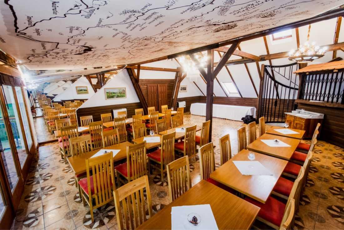 hotel-kurdejov_horni-restaurace-1
