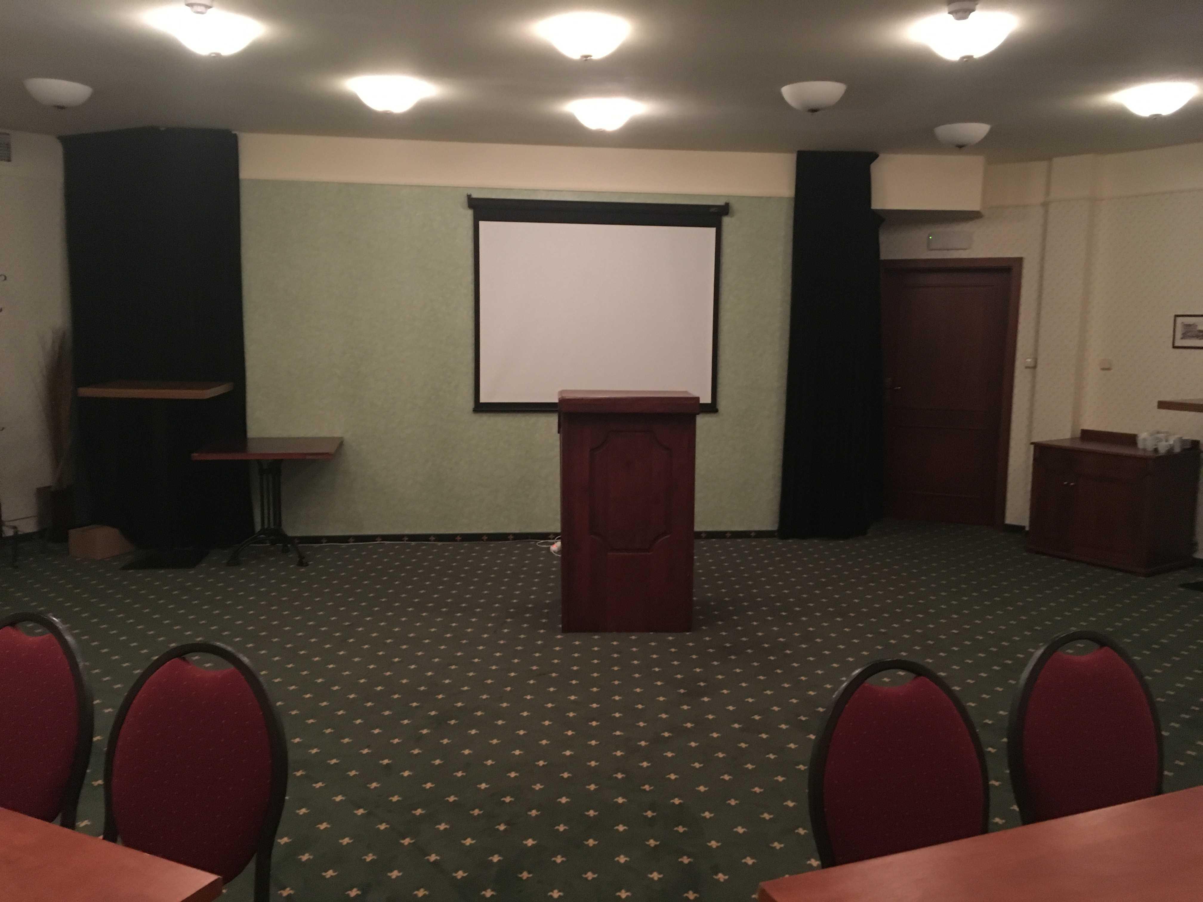 golf-hotel-morris_konferencni-mistnost-do-130-osob-1