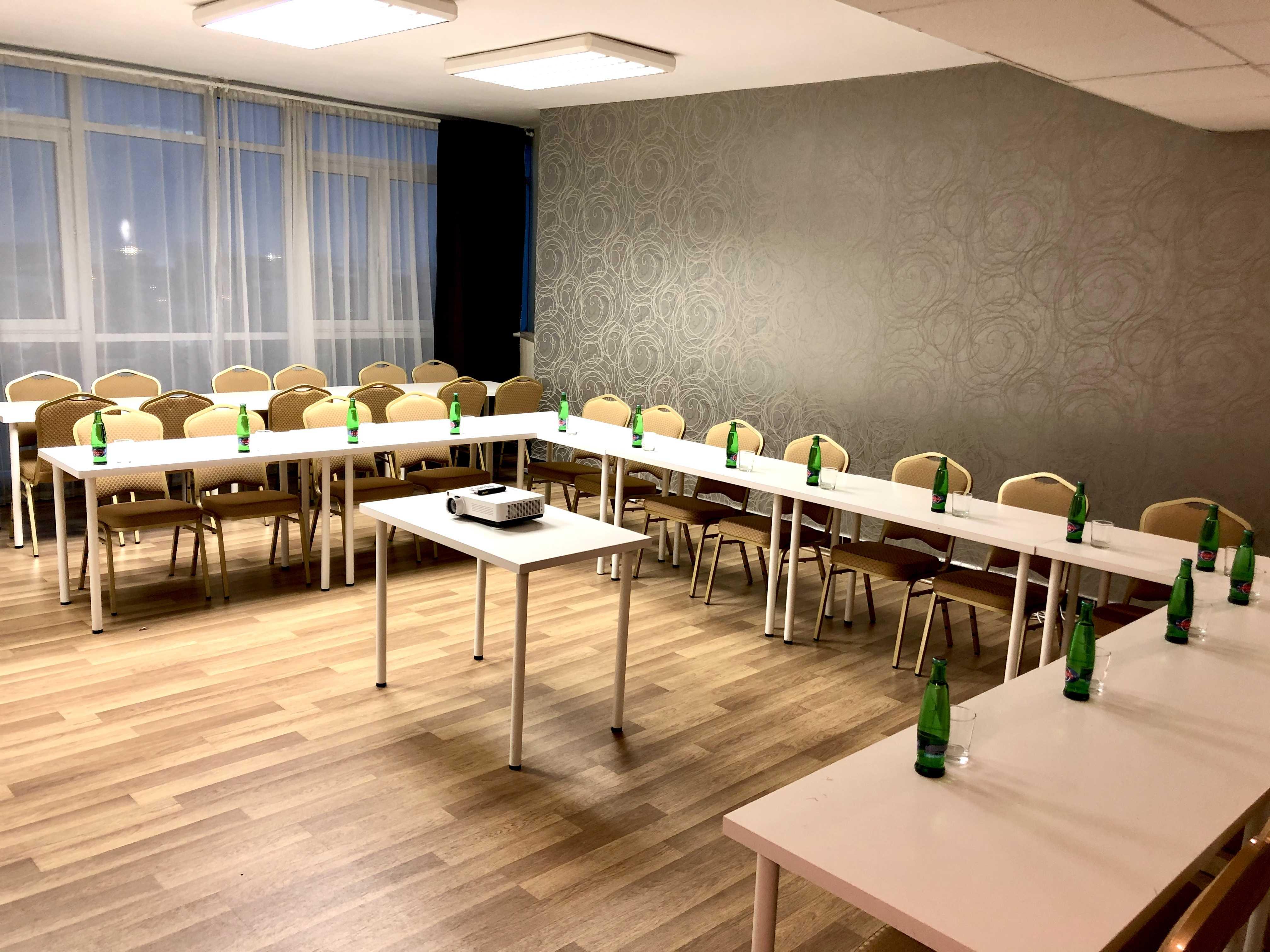 hotel-modena_skolici-mistnost-1