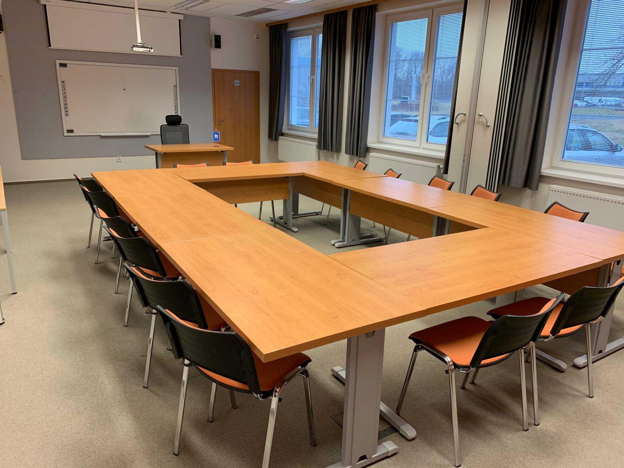 european-institute-of-business-studies-s-r-o_stredni-ucebna-geneva-1