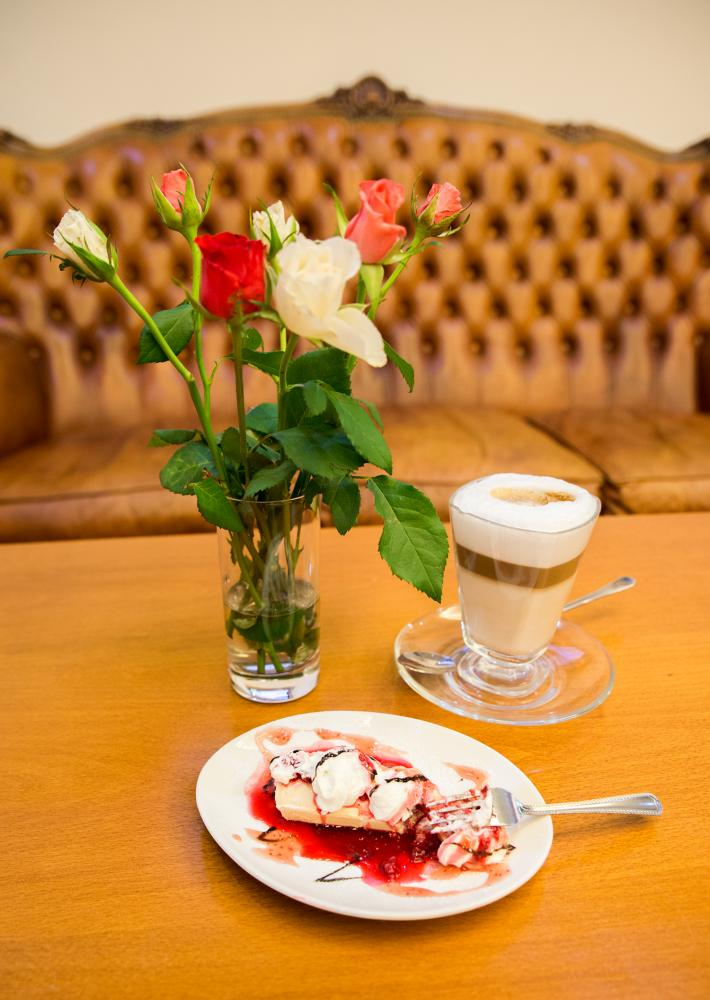 romantik-hotel-eleonora_salonek-1