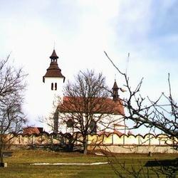 Kostel sv. Petra a Pavla v Albrechticích nad Vltavou