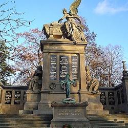 Vyšehradský hřbitov se Slavínem