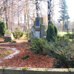 Mánesův pomník
