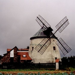 Větrný mlýn v Lesné