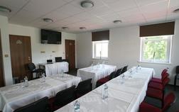 hotel-kocanda_konferencni-skolici-mistnost-1