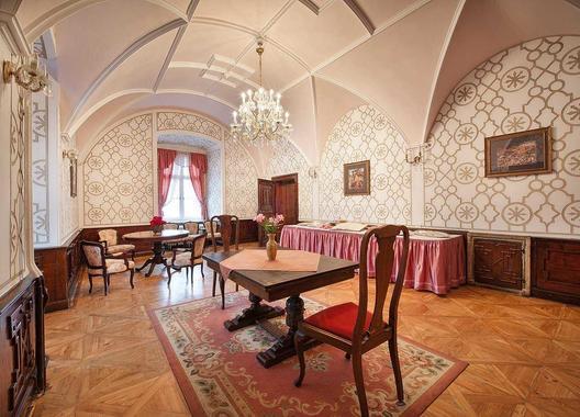 ea-zamecky-hotel-hruba-skala_ruzovy-salonek-2