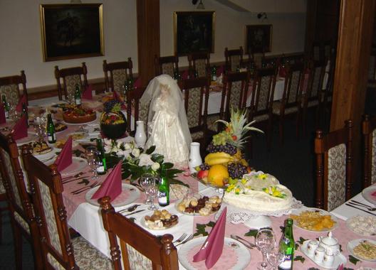 golden-golem-hotel_velky-salonek-v-golemove-restaurantu-2
