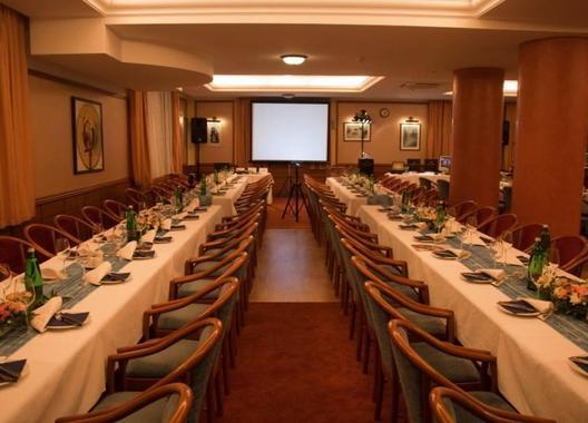 april-hotel-panorama_velky-salonek-2