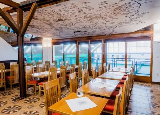 hotel-kurdejov_horni-restaurace-3