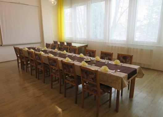 hotel-uno_zluty-salonek-1