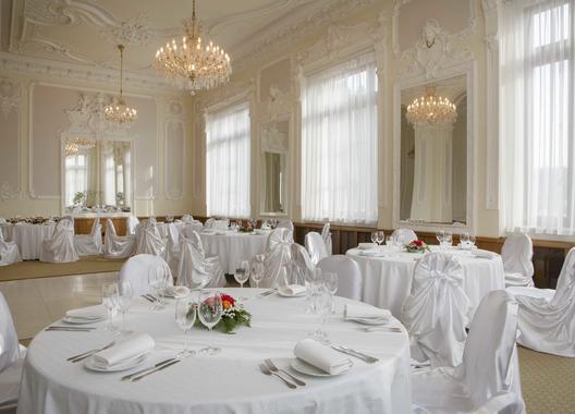 chateau-monty-spa-resort_salonek-egerlander-1