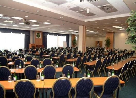 darovansky-dvur-resort-wellness-golf-hotel_hlavni-sal-2