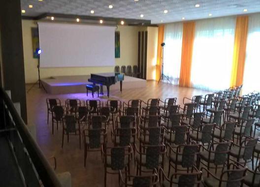 spa-hotel-behounek_spolecensky-sal-1