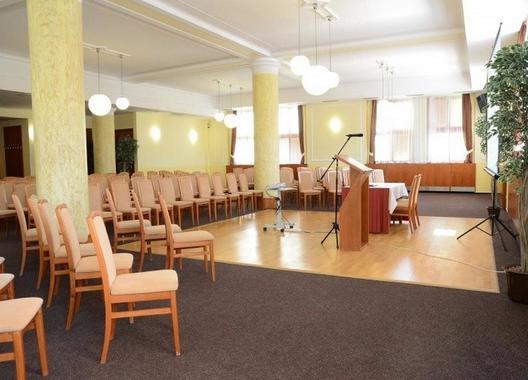 hotel-bedrichov_spolecensky-sal-1