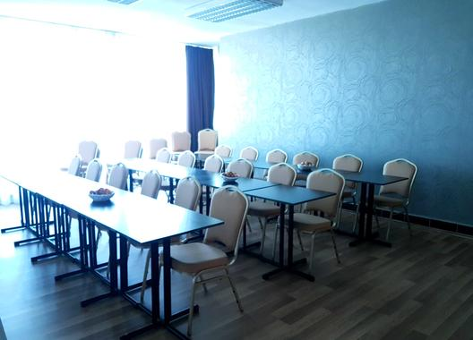 hotel-modena_skolici-mistnost-19