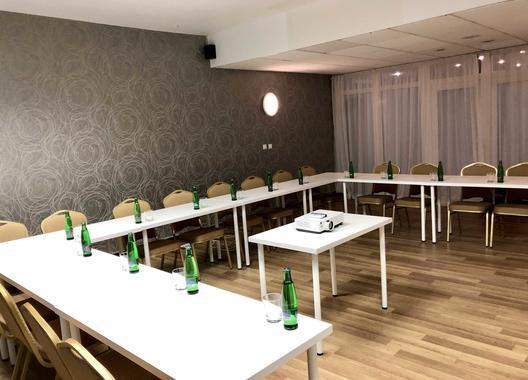 hotel-modena_skolici-mistnost-10