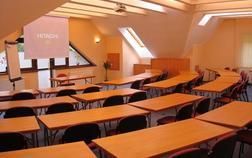 penzion-zlaty-jelen_konferencna-miestnost-1