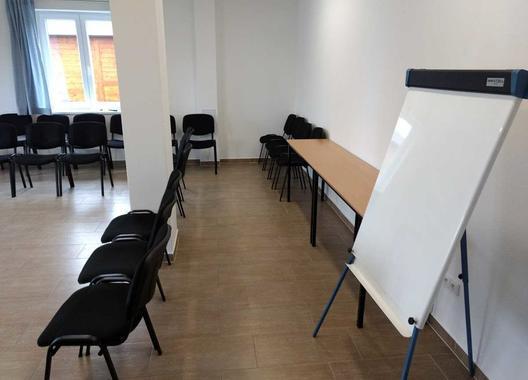penzion-u-vyra_konferecni-spolecenska-mistnost-2