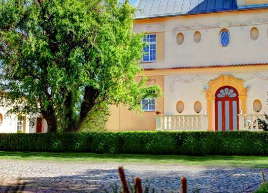 penzion-tillerova-vila_mala-konferencni-mistnost-6