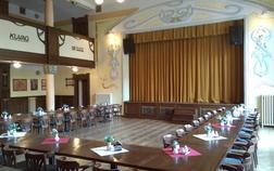 hotel-u-zeleneho-stromu_spolecensky-sal-1