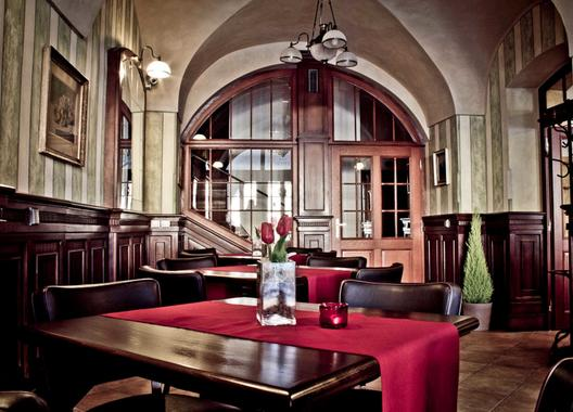 hotel-la-fresca_kavarenska-cast-3