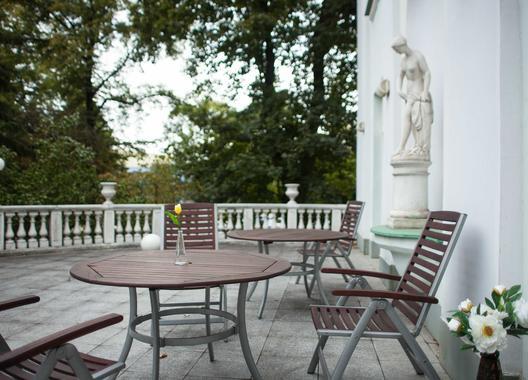 hotel-villa-ostrava-3_salonek-s-terasou-4