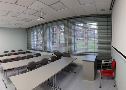 cowork-centrum-petrvald_skolici-mistnost-5