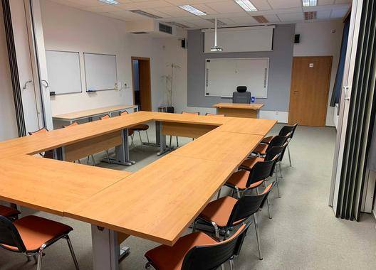 european-institute-of-business-studies-s-r-o_stredni-ucebna-geneva-2