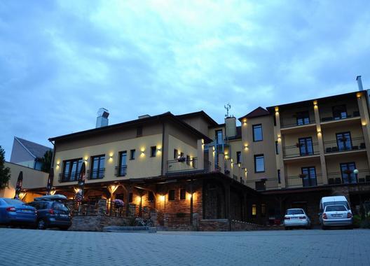 Hotel-Lidový-dům-1