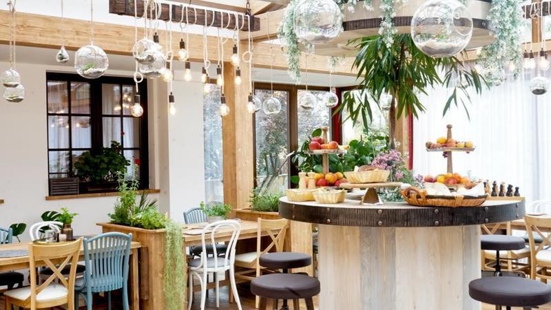 Restaurace, zimní zahrada, snídaně
