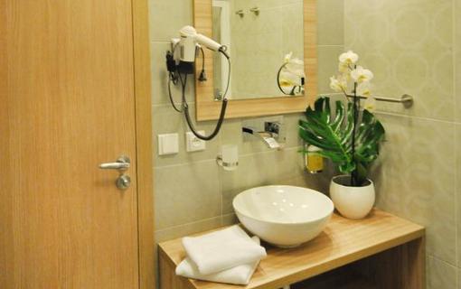 Wellness hotel Bozeňov Koupelna v hotelovém pokoji
