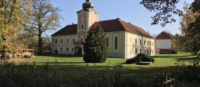Penzion Zámek Lešany