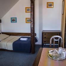 Pokoj č.5 - třílůžkový pokoj v podkroví