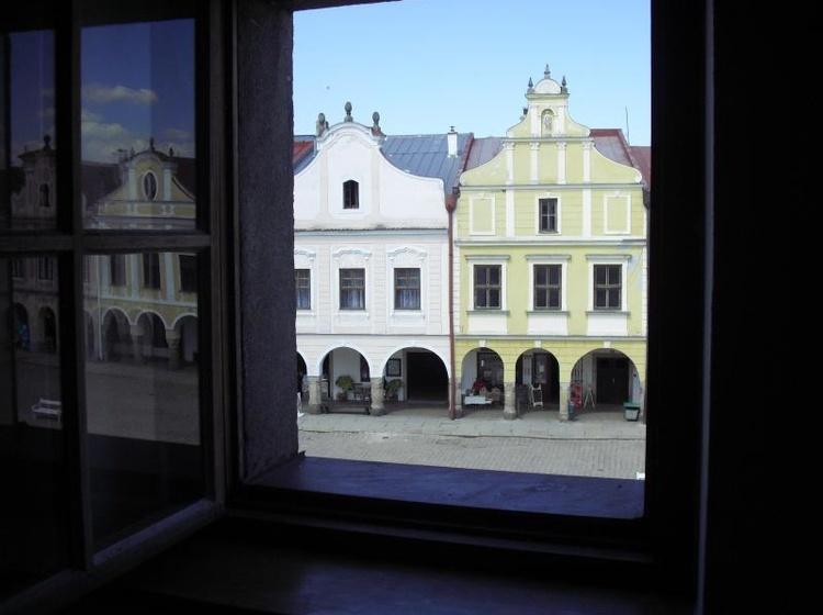 Pokoj na náměstí s výhledem