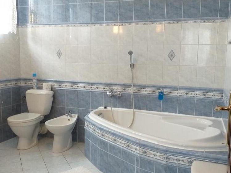 čtyřlůžkový pokoj, koupelna