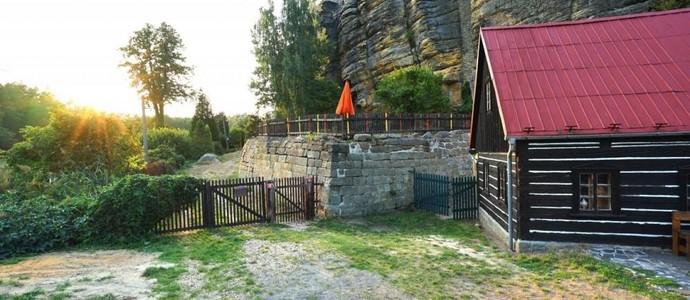 Chata pod Hradem Sloup v Čechách