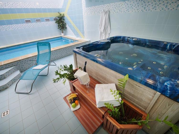 Wellness - bazén, vířivka
