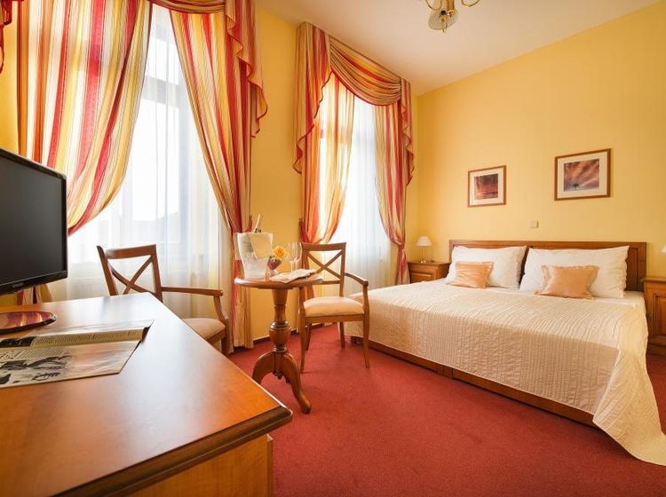 Dvoulůžkový pokoj hotel Podhrad