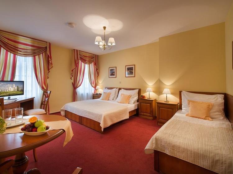 Třílůžkový pokoj hotel Podhrad