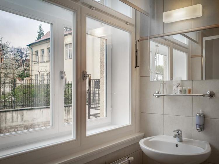 Výhled z koupelny - Standard jednolůžkový pokoj
