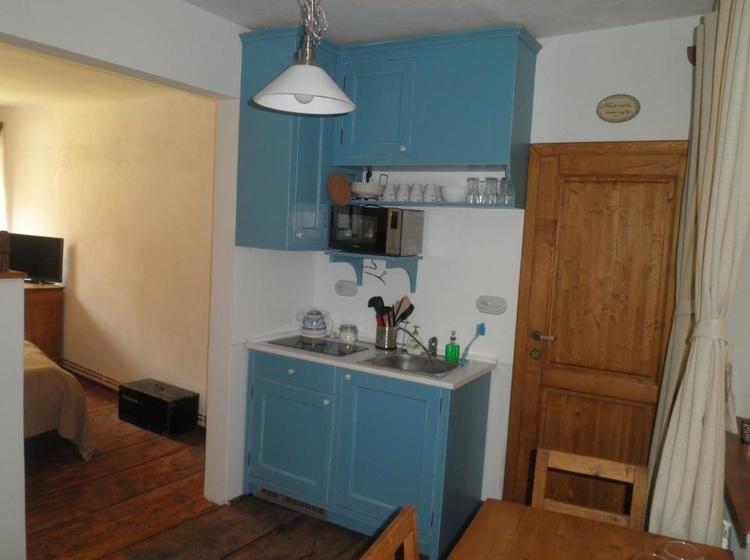 Kuchyň i s vchodem