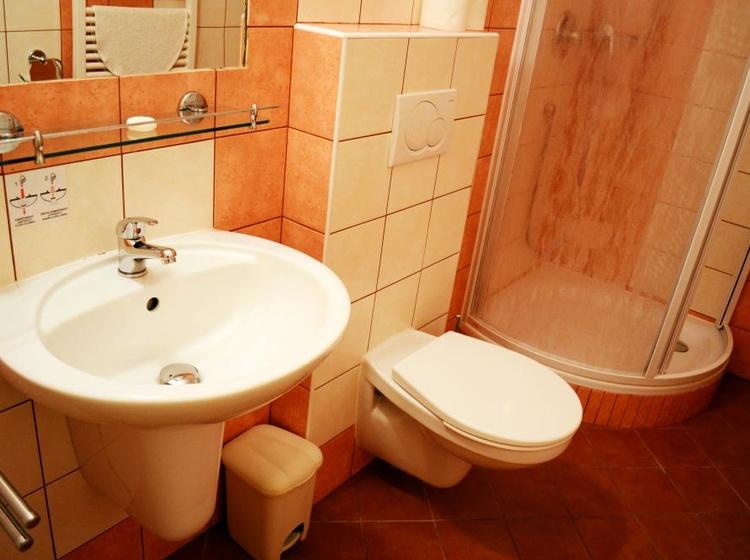 Room 31 Bathroom