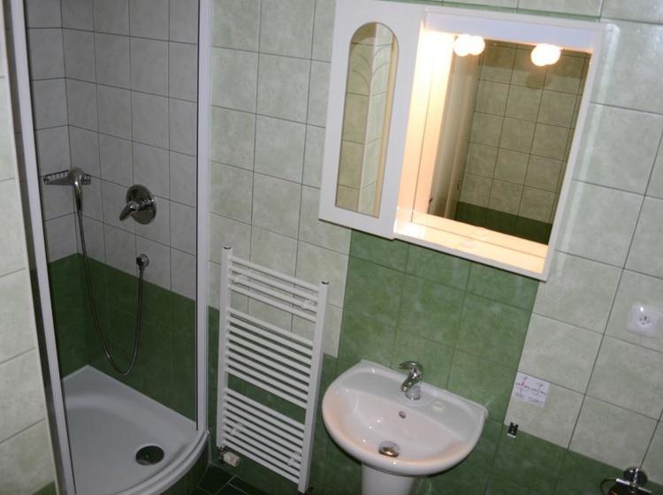 Room 33 Bathroom